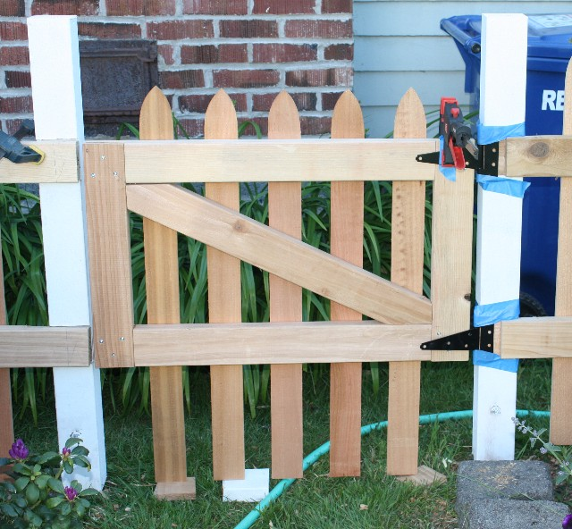 how to build a small gate